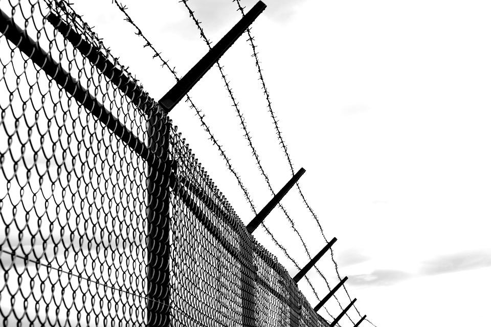 Free photo Verrostst Old Fence Imprisoned Barbed Wire Wire - Max Pixel