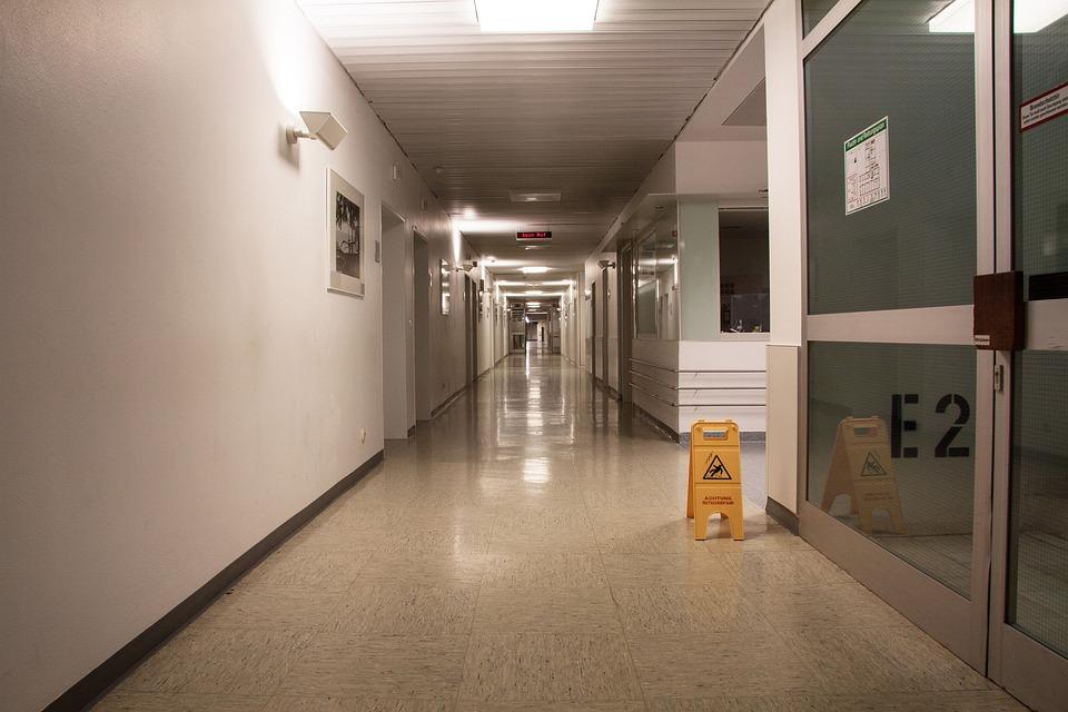 Hospital, Floor, Gang, Wide, Very Long, Warnschild, E2
