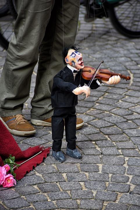 Puppet, Violinist, Street