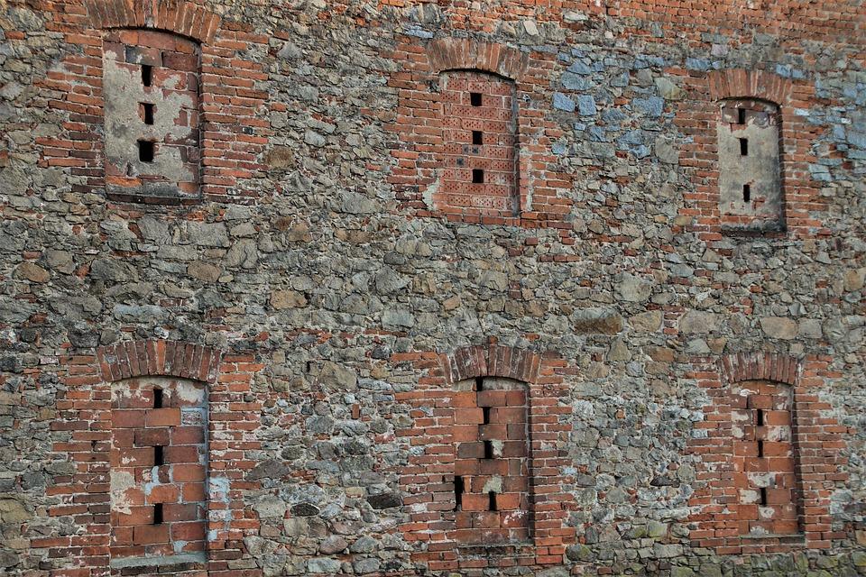 Brick, Lake Dusia, Walls, The Walls Of The