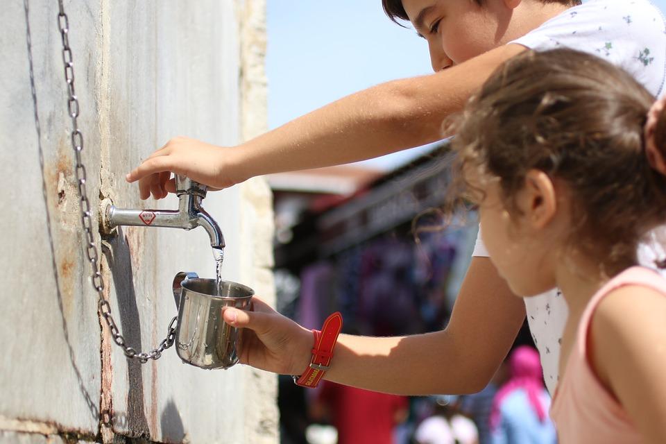 Water, Child, Girl, Male, Human, Fountain, Chain, Glass