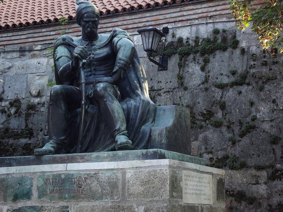 Wattay, Captain, Statue