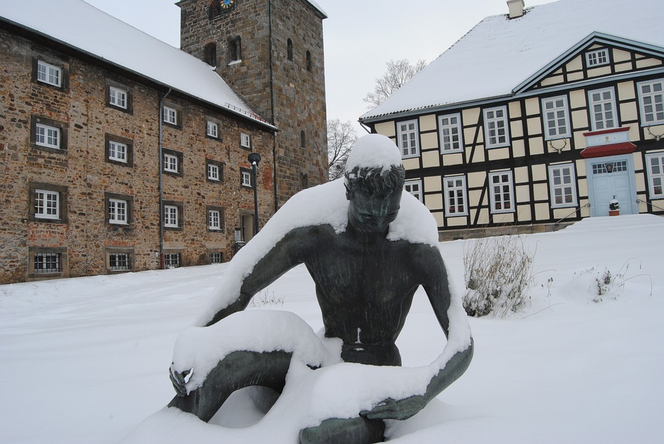 Wennigsen, Chamber Of The Monastery, Statue, Snow