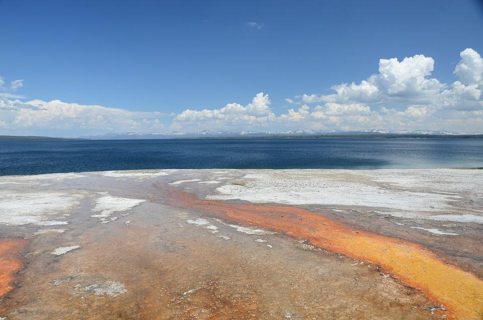 Yellowstone Lake, West Thumb, Absaroka Mountains