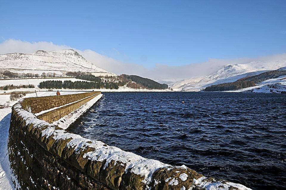 Dovestones Resovoir, With Winter Snow, United Kingdom