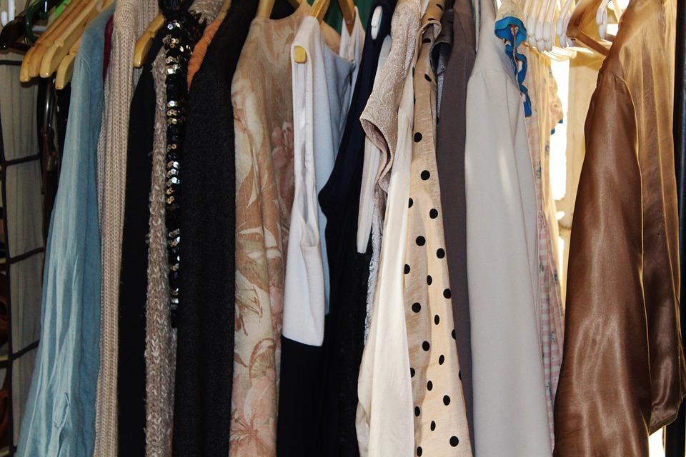 Women's Clothing, Gerderobe, Dresses, Garment Racks