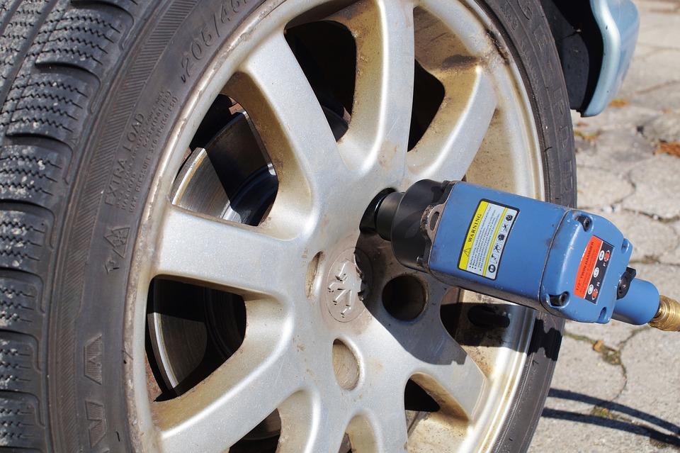 Tire Service, Wheel Change, Aluminium Rim, Workshop