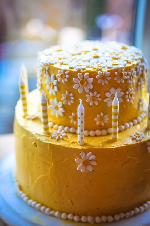 Free Photo Yellow Birthday Cake Daisy Cake Flower Yellow Cake Max
