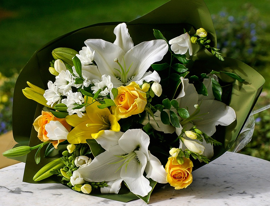 Free photo Yellow Green Bunch White Flowers Bouquet Present - Max Pixel