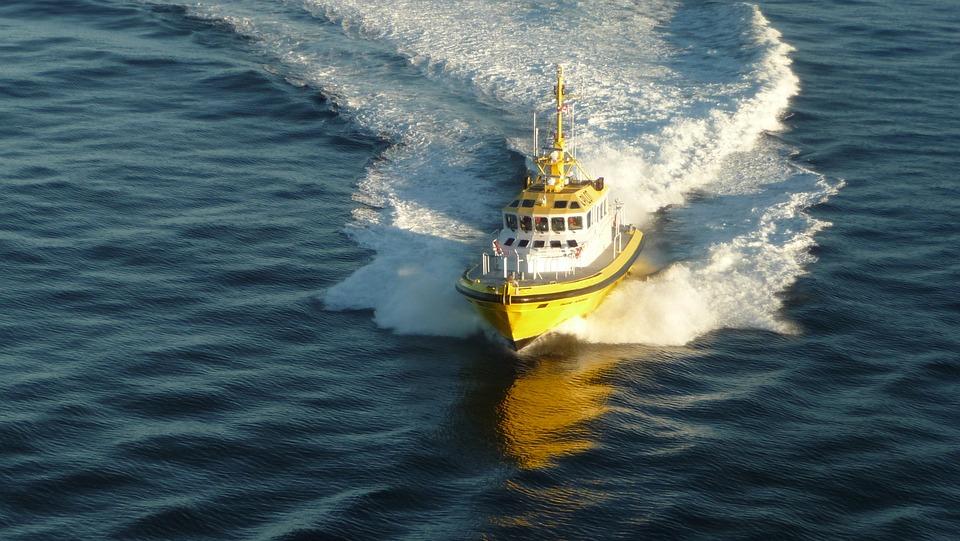 Cruise, Canada, Boot, Pilot, Water, Yellow