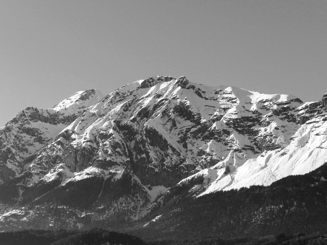Best Black And White Mountains Illustrations RoyaltyFree