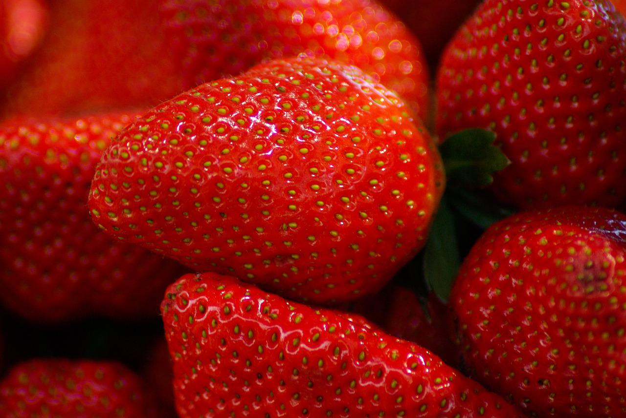 fruit strawberry The strong antioxidant and anti-inflammatory benefits provided by strawberries make this fruit a natural candidate for research in the area of cognitive function.