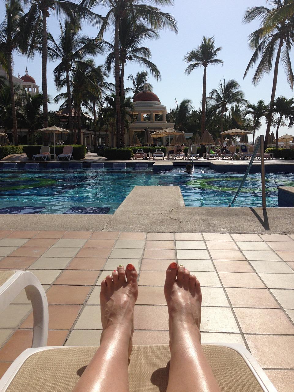 ножки у бассейна фут какой-то момент