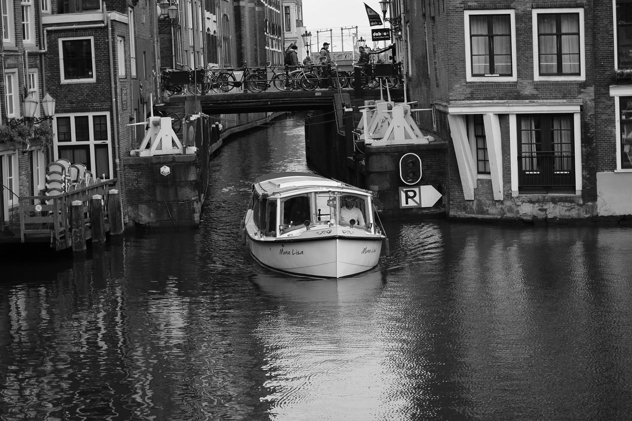 Amateur black and white pictures of boats white