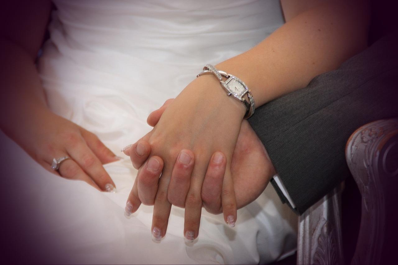 Обручальное кольцо на своей руке во сне 165