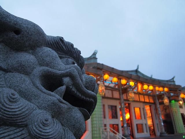 Stone Lions, Tradition, 廟-woo