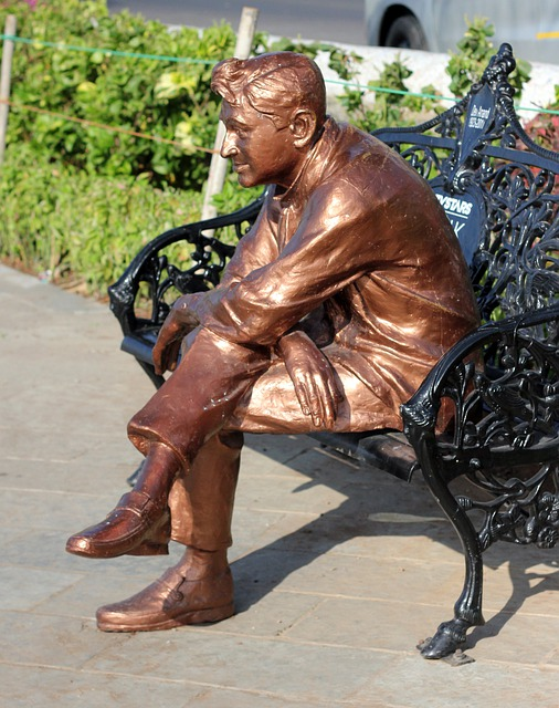 Dev, Anand, Statue, Bollywood, Actor, Sitting, Black