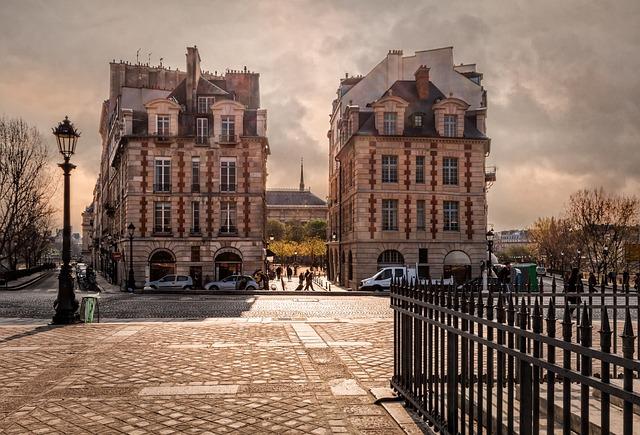 Paris, Against The Light, Facade, Tourism