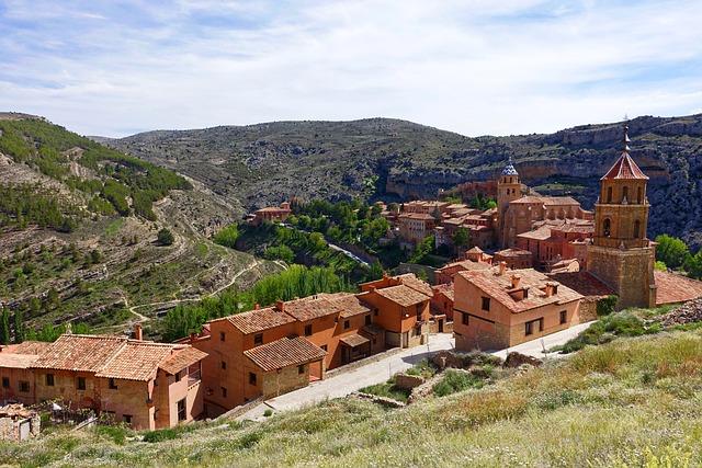 Albarracin, Village, Valley, Buildings, Mountain