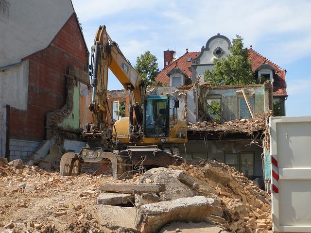 Alte Stadtschaenke, Hockenheim, Demolition, Excavator