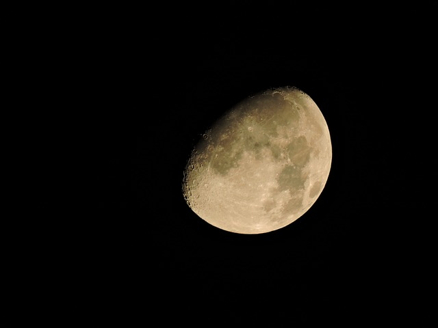 Moon, Three Quarter Moon, Amber Moon, Astronomy