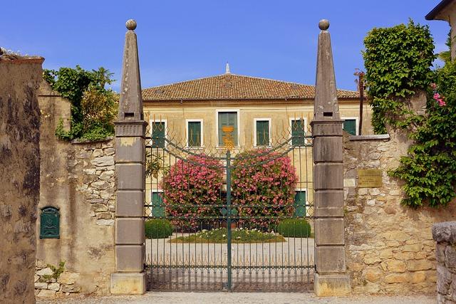Villa, Entry, Gate, Ancient, Punta San Vigilio, Italy