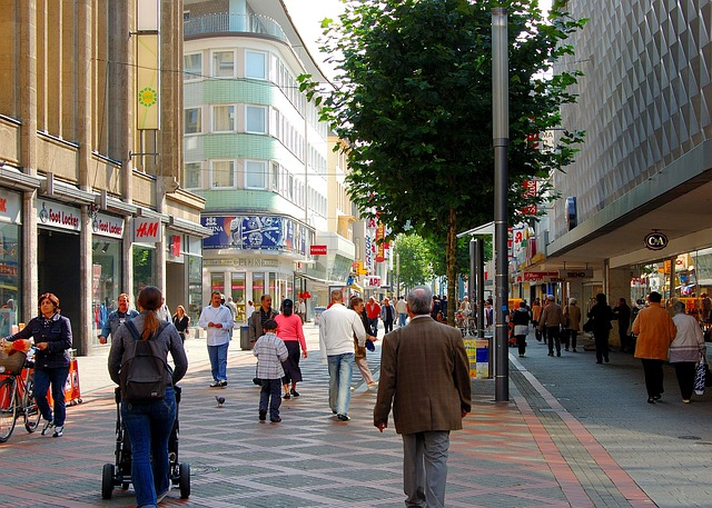 Pedestrian Zone, Shopping Street, Passers By, Animated