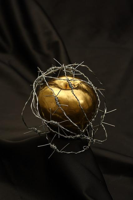 Apple, Barbed Wire, Dea, Metal, Gold, Yellow, Paint