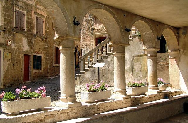 Groznjan, Historic Center, Arches, Architecture