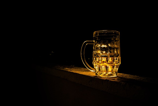 Beer, Pint, Beverage, Illuminated, Cup, Alcohol