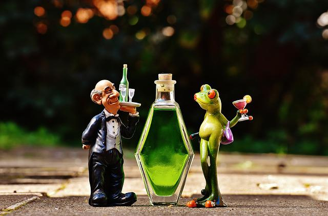 Waiter, Frog, Chick, Beverages, Bottle, Alcohol