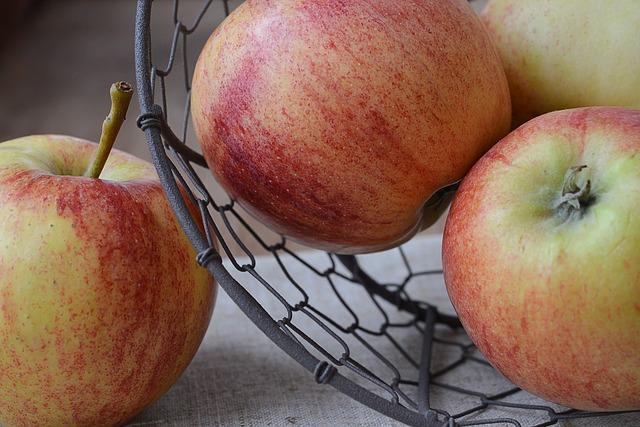 Apple, Bio Apple, Bio, Fruit, Healthy, Food, Frisch