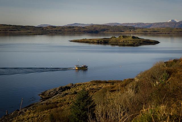 Boat, Loch, Island, Scotland
