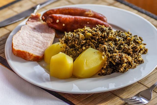 Kale, Boiled Sausages, Pinkel, Potato, Smoked Pork Loin