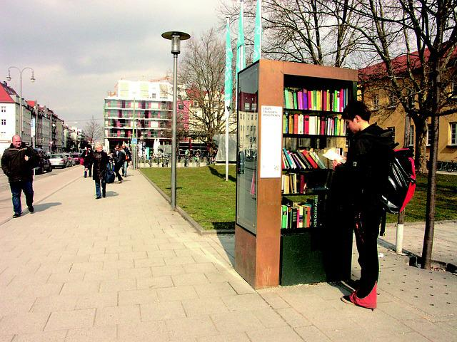 Bookcase, Munich, Schwabing, Walk, Books