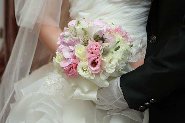 Priest, Groom, Bouquet De Fleurs, Of The Bride, Flowers