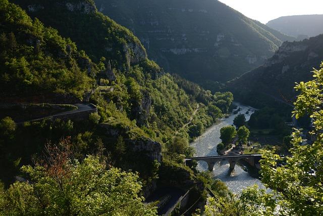 Camouflage Gorge, Tarn, Cevennes, Bridge