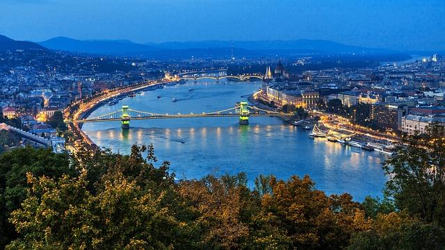 Budapest, The Szechenyi Chain Bridge, Széchenyi Lánchíd