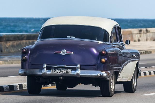 Cuba, Havana, Malecon, Hotel Riviera, Almendron, Buick