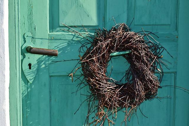 Door, Door Wreath, Old, Building, Decoration, Idyll