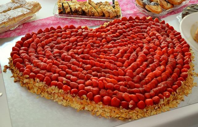 Strawberries, Strawberry Cake, Heart, Cake