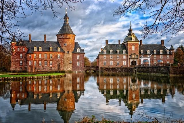 Castle, Moated Castle, Middle Ages, Architecture
