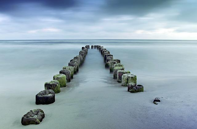 Breakwater, Wooden, Centrally, Symmetry