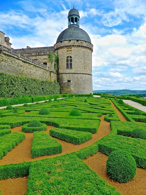 Garden, Hautefort, Chateau, France, Medieval, Castle