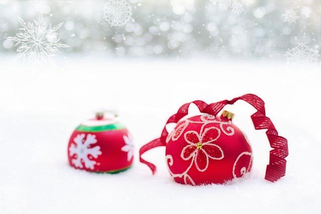 Christmas Ornaments, Red, Bulbs, Balls, Snow, Winter