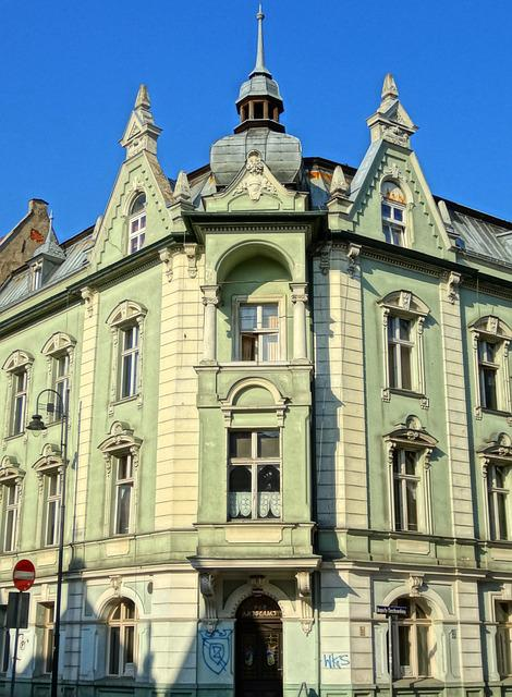 Cieszkowskiego Street, Bydgoszcz, Pediment, Gable