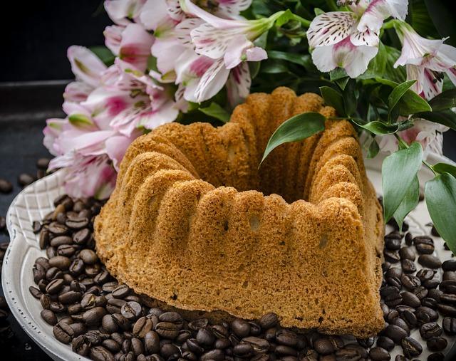 Cake, Cinnamon Cake, Heart Cake, Coffee Cake