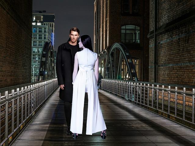 Casal, Night, City, Woman In White, Man In Black