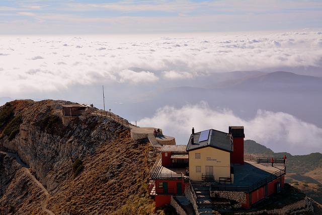Refuge, Fraccaroli, Carega, Mountains, Clouds