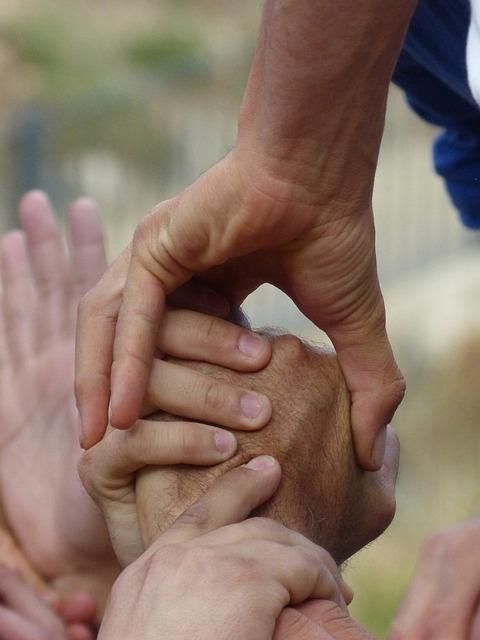 Castells, Hands, Collaboration